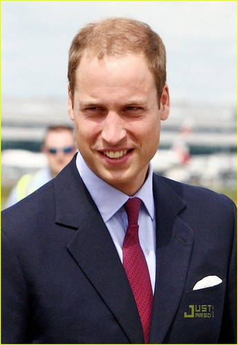 Prince William & Kate: En Route to Canada!