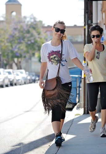 Visits a gym in Los Angeles, CA [July 2, 2011]