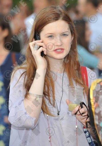 Bonnie Wright-CHUCS DIVE & MOUNTAIN 샵 SWIM PARTY