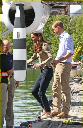 Prince William & Kate: Seaplane to Blachford Lake!