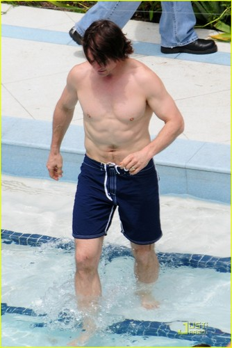 Tom Cruise: Birthday Pool Party!