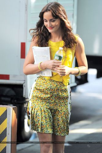 More Hq photos of Leighton on the set of Gossip Girl