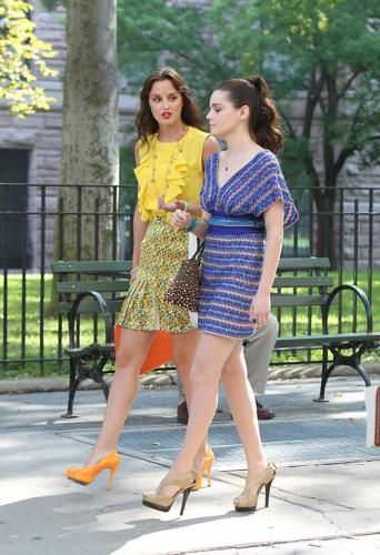 más fotos of Leighton on the set of Gossip Girl!