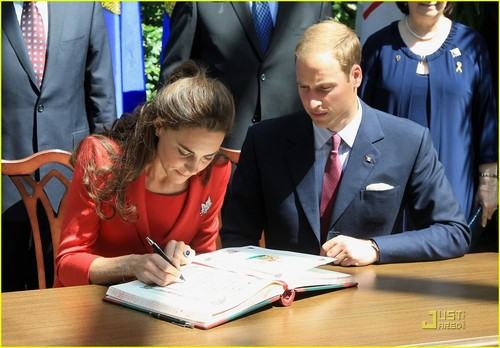 Prince William & Kate Visit the Calgary Zoo