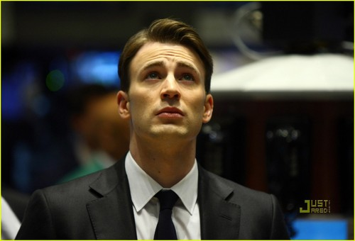 Chris Evans Rings NYSE Opening گھنٹی, بیل
