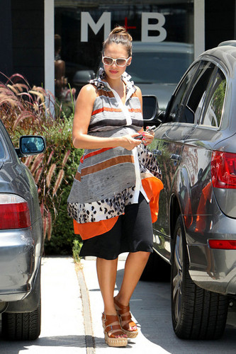 Jessica Alba goes shopping at the Jenni Kayne store with daughter Honor Marie.