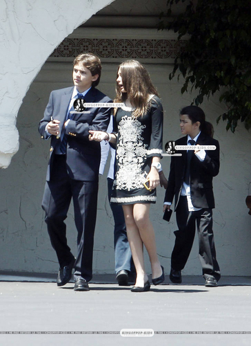 Prince, Paris & Blanket leave the Church | 10 July