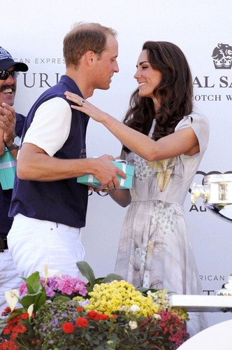 Will and Kate's Polo Challange kiss
