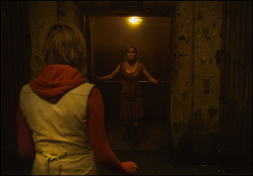 Heather (Adelaide Clemens) and Rose (Radha Mitchell) in Silent Hill: Revelation