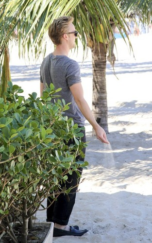 Tom Felton and girlfriend Jade Olivia strolling at the beach, pwani in Rio de Janeiro, Brazil (July 16).