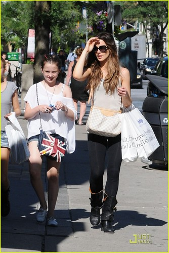 Kate Beckinsale: Shopping with Lily!