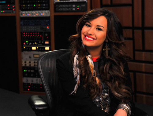 Demi Lovato Live Chat At Cambio Studios