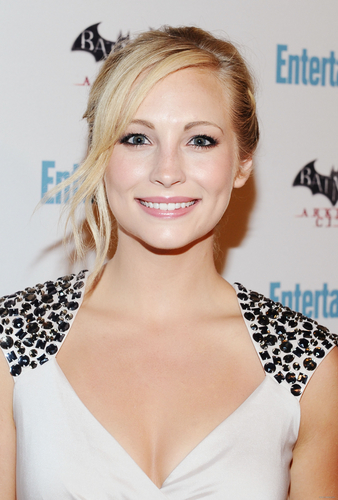 HQ photos of Candice at Entertainment Weekly's 5th Annual Comic-Con celebration! [23/07/11]