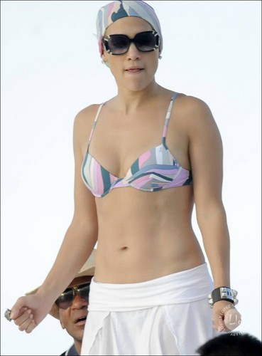 Jennifer Lopez: Bikini Birthday