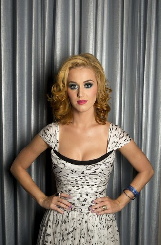Katy Perry Poses For A Portrait In NY 24 07 11
