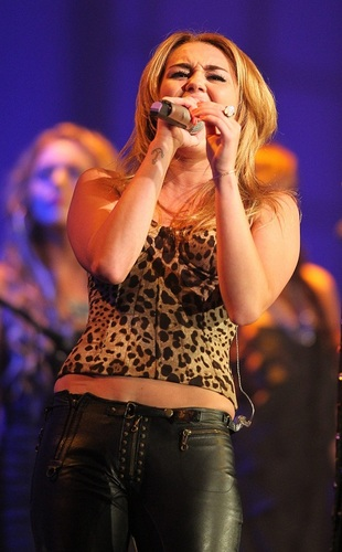 Miley - Starkey Hearing Gala - Performance - July 24, 2011