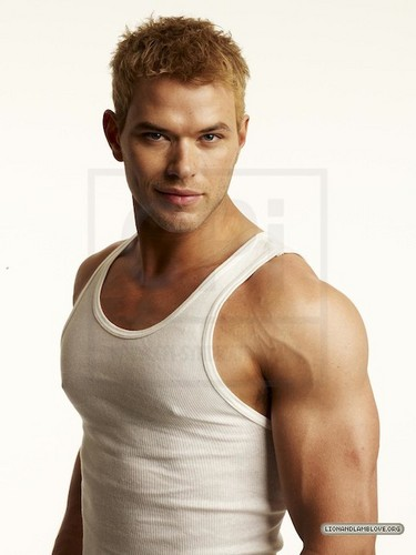 meer outtakes of Kellan Lutz for Men's Health