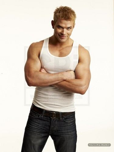 más outtakes of Kellan Lutz for Men's Health