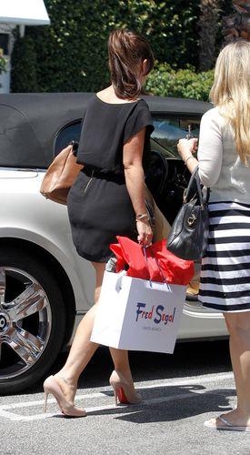 Shopping At fred Segal In LA 27 07 2011