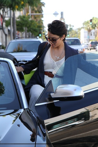 Vanessa - Leaving Planet Blue in Beverly Hills - July 26, 2011