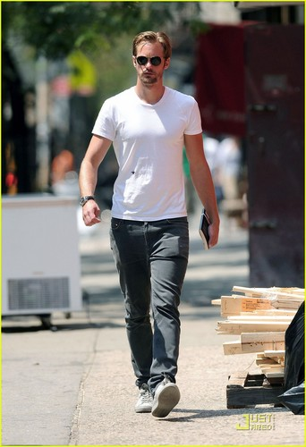 Alexander Skarsgard Walks & Talks in Soho