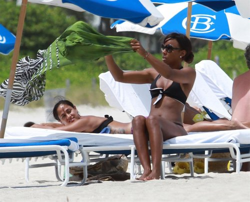 Bikini Candids on the пляж, пляжный in Miami 1 05 2011
