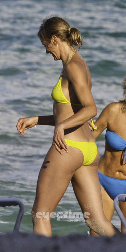 Cameron Diaz in a Bikini on the সৈকত in Miami, Jul 31