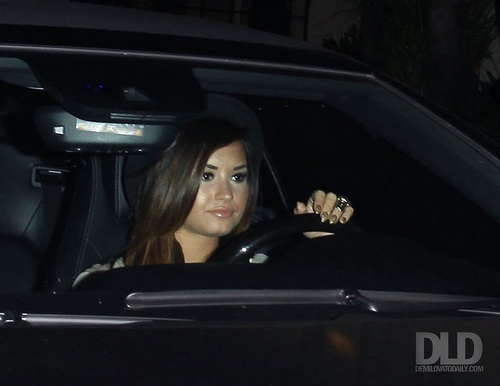 Demi - Made her way out of Teddy's in Los Angeles, CA - August 03, 2011