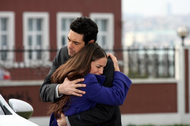 http://images4.fanpop.com/image/photos/24200000/Dudaktan-Kalbe-turkish-tv-series-24224855-604-402.jpg