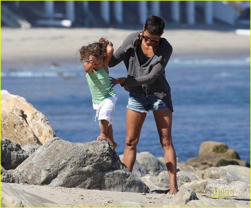 Halle Berry & Olivier Martinez: Lunch with Nahla!