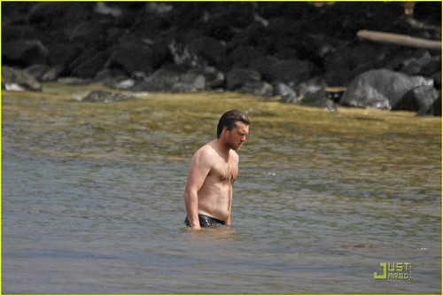 Sam Worthington: Shirtless with New Girlfriend!