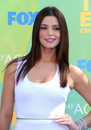 Ashley Greene at the Teen Choice Awards 2011 [HQ]