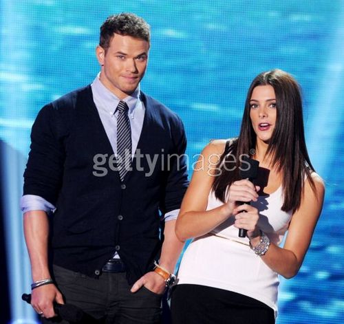 New photo of Kellan and Ashley at TCA!