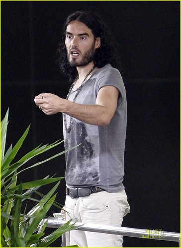 Russell Brand: Lunch petsa In Beverly Hills!