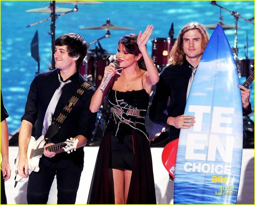 Selena Gomez & Justin Bieber: Teen Choice Awards Kiss!