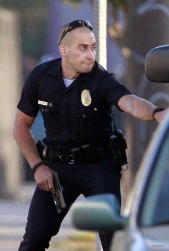 Jake Gyllenhaal T THE SET OF end of watch