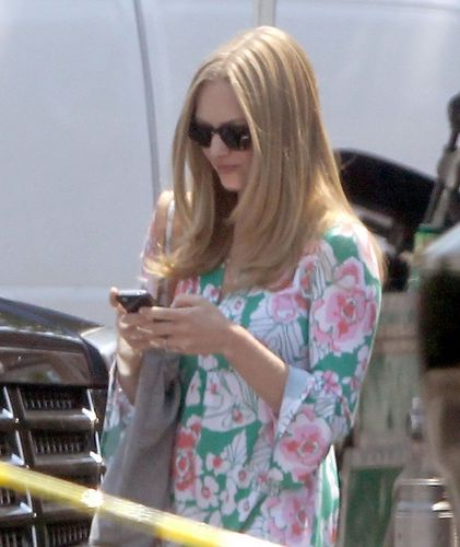 Amanda on set of her new 2012 movie 'The Wedding' [August 2nd 2011]